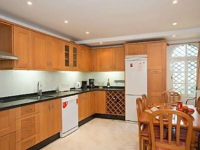 3 Bed Villa  in Fabulous  position, near beach and Marbella, ideal family hols!