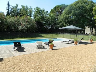 piscine avec barrière de protection