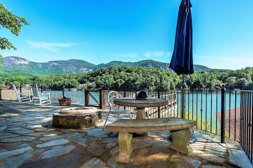 Luxury Lake Front Cottage Stunning Views 2 Kayaks Fire Pit Lure
