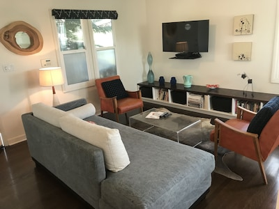 Living room with 42 inch Smart TV (use your Netflix, Amazon Streaming accounts)