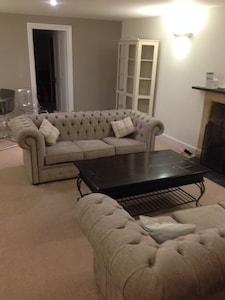 Spacious living room ........