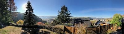 Panoramabild 180 Grad von der Terrasse vor dem Haus