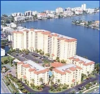 2 blocks from the beach with a beautiful view!