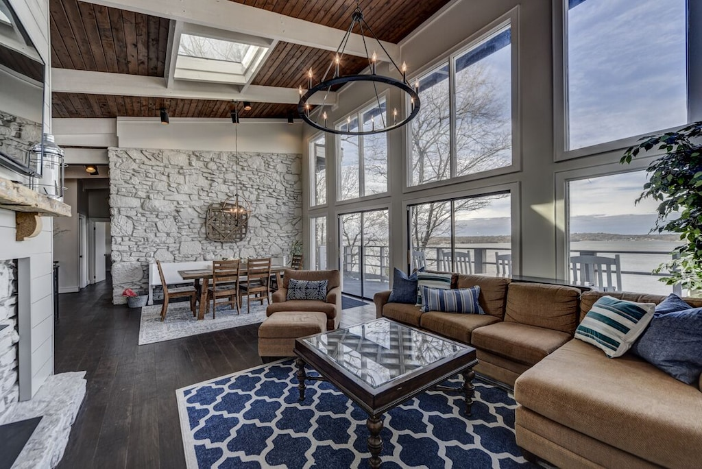 Gorgeous Newly Renovated Lake House, Lake House Rules Bedding