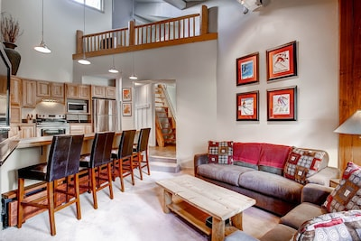 Relax and enjoy the comfort of this open plan kitchen and livingroom space!