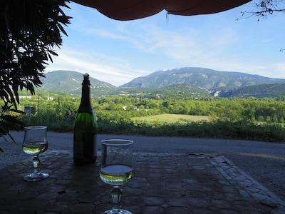 La terrasse en été avec vue grandiose sur Mont Ventoux et Montagne de Bluye