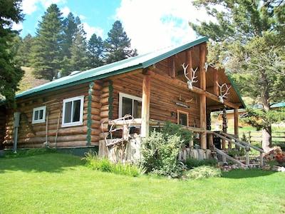 Log cabin in Jardine, Montana