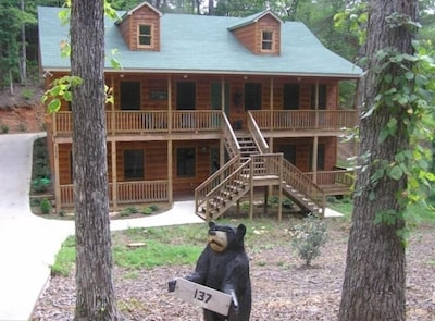 *Bear Hugs Cabin*4BR!*Best Rates*from $180 a night *Pooltable*WIFI*