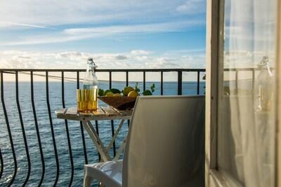 Appartamento Maestrale sopra - balcone con vista mare