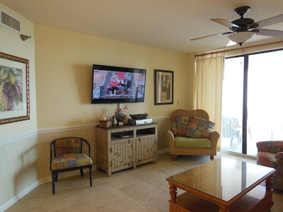 55' Samsung Smart TV; Free WIFI, patio door to oversize private balcony