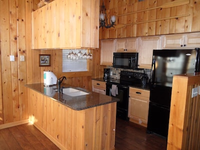 Frederick Lakeside Lodge kitchen