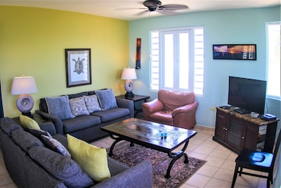 Living area overlooking the beach and ocean. Very comfy to relax with your group