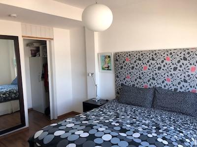 Queen bed, walk-in closet, water view.