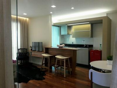 Charmoso Aptº com 2 Suites, sendo uma, escritório reversível com garage.