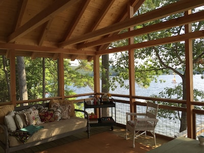 Screened porch with soft night lighting for evening  meals, day bed for naps!