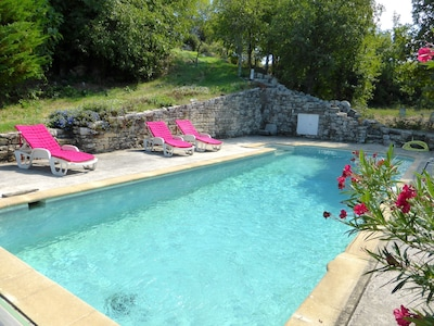 Piscine privée 4/11m, poolhouse