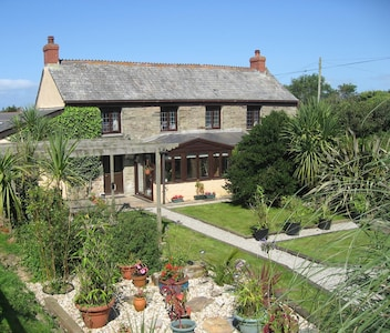 Perranporth / Rose area private sunny garden away from crowds 1 mile to beach