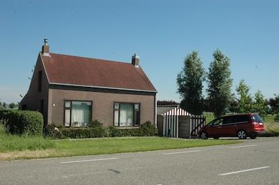 Flandernhaus - Strassenansicht