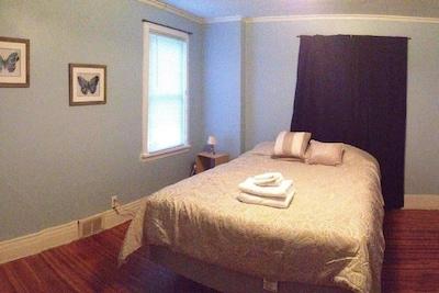 1st bedroom with queen bed (sleeps 2)