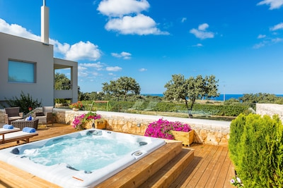 Spacious Jacuzzi area, Jacuzzi for 8 people with sitting area
