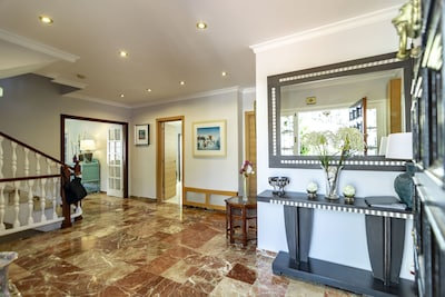 Hermosa villa en el centro de Marbella, con cine, cuarto de juegos (para hasta 14 personas)