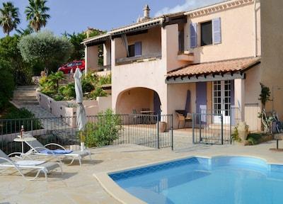 Villa Pierrugues mit Pool - Meerblick