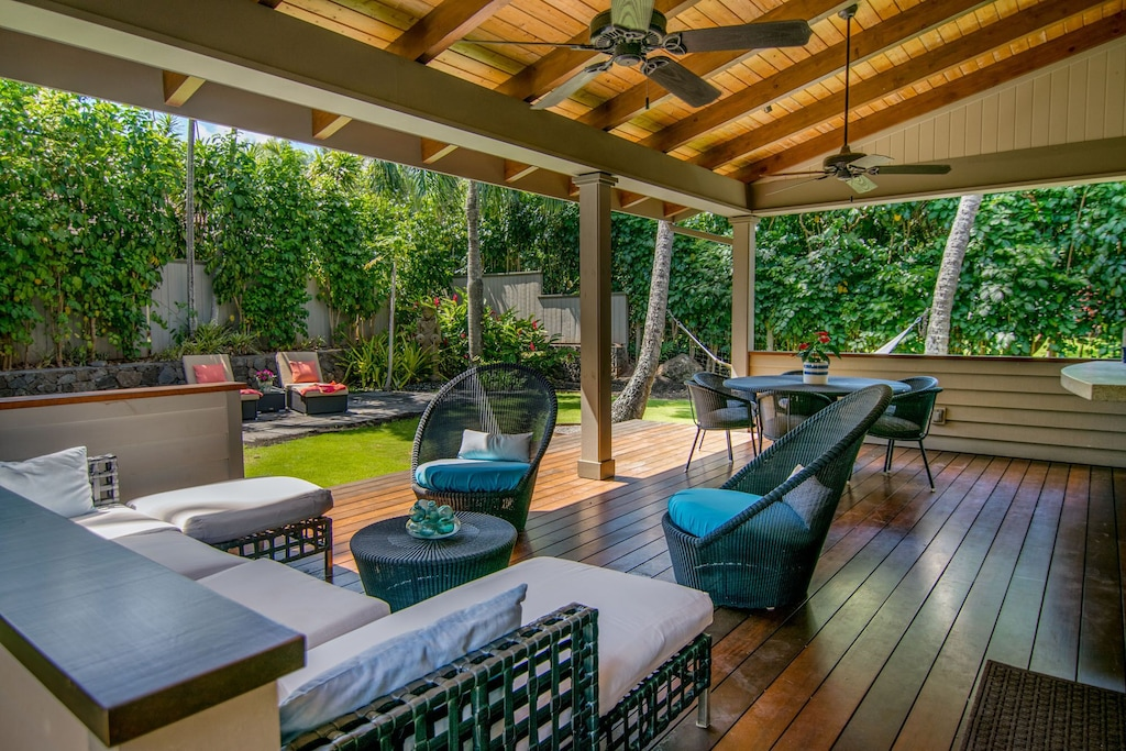 Lanai and tropical setting of this Maui family rental
