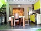 salle de sejour et bloc cuisine