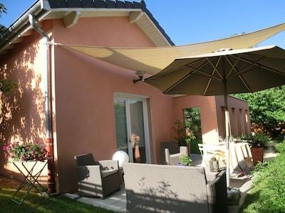 la terrasse et l'entrée du studio