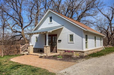 The Corn Crib Is A Fully Furnished Rental Cabin In The City, With A Country View