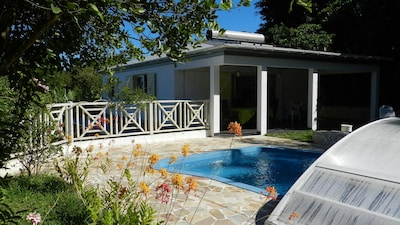 location avec accès direct à la piscine, grande terrasse
