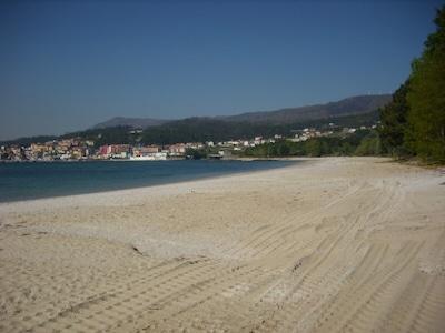 Vista Escarabote desde playa Barraña