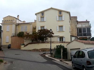 Vue de la maison et environnement