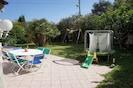 Jardin côté sud : Balançoire et trampoline pour les enfants