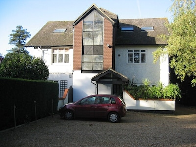 Self catering loft apartment in West Byfleet, Surrey, with off-street parking.