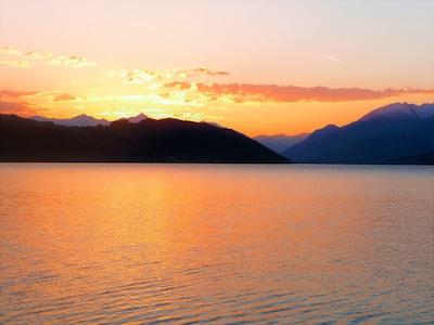 Ich liebe es am Steg zu sitzen und den Sonnenuntergang zu beobachten