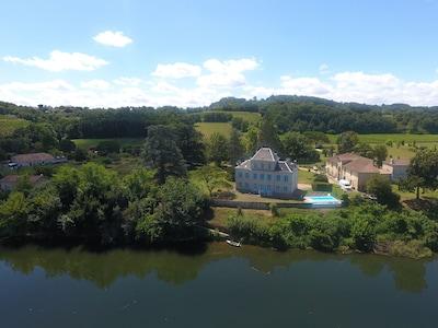 Le Clos Castaing au bord de la Dordogne