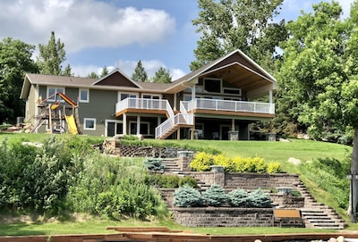 The Haven - Stunning Lakeside View! 4 different doors lead to the outside!