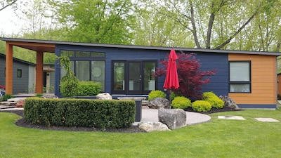 Beautiful modern cottage for rent located on a golf course