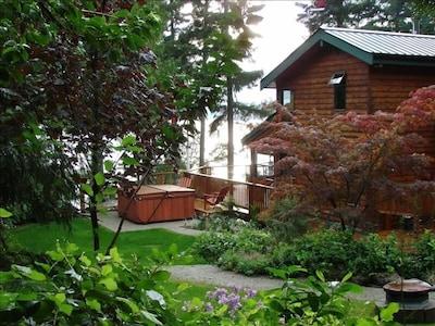 Cottage - garden with Halfmoon Bay in the background
