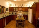 Generous Comfortable Kitchen w/small dining table, fits 4.