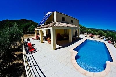 Las Bordes, demeure dans un emplacement unique avec sa propre oliveraie et de la forêt