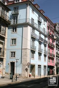 BAIRRO ALTO / BICA - Appartement avec climatisation et ascenseur. Jusqu'à 3 personnes + bébé