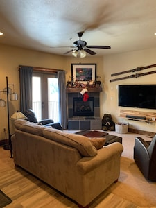 1100 sq ft condo; 2 minutes from the lifts. 2 bed, 2 bath w/attached garage!