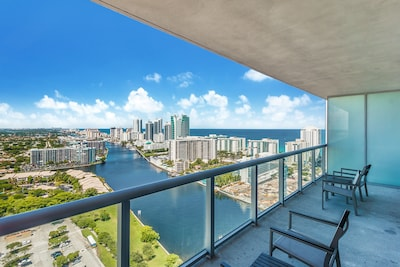 Perfect location! Right between South Beach and Fort Lauderdale!!