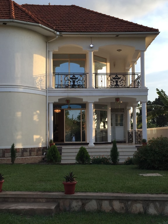 Furnished 4bdrm House in