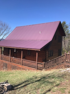 Great cabin with metal roof