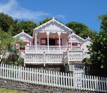 Flamboyant Cottage - Gingerbread Cute!