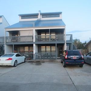 Ground floor, 1 bedroom condo, sleeps 4, 800 sq ft