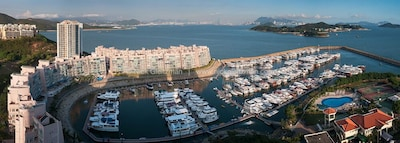 The high rise block is the flat that overlooks the Marina